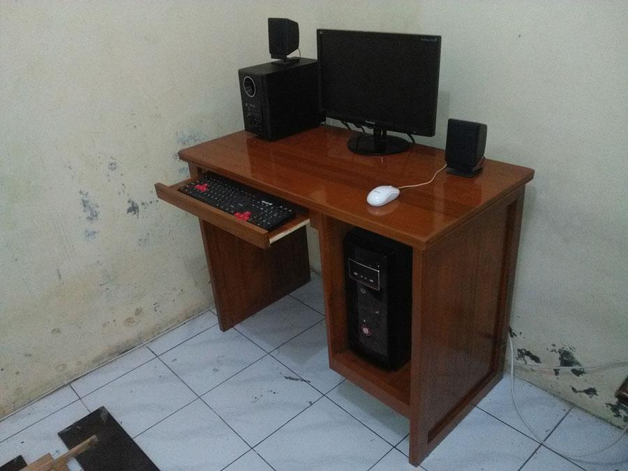 Meja Komputer Jati